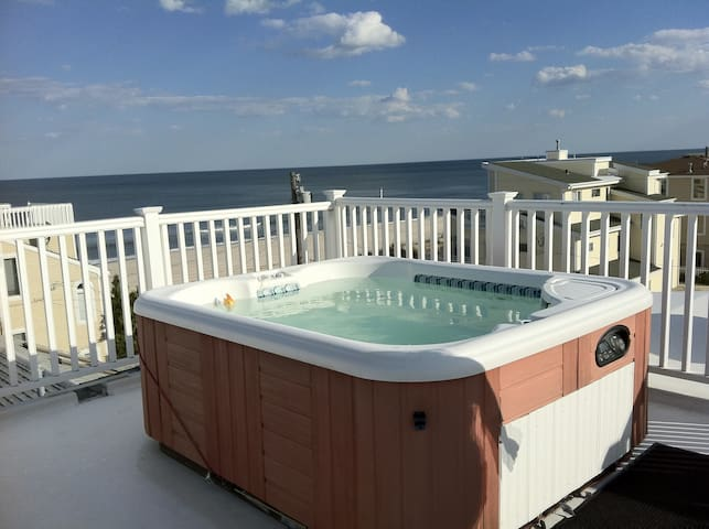 Downstairs Unit with Rooftop HotTub