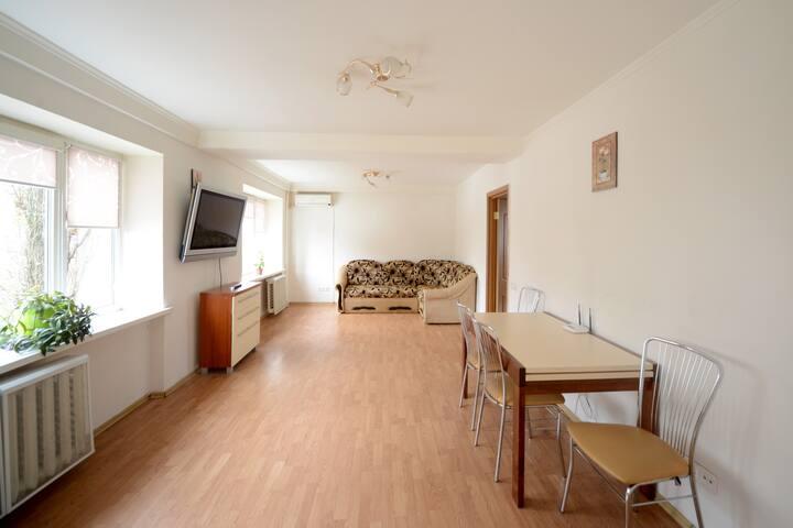 Rent 4 bedrooms apartment. - Київ - Daire