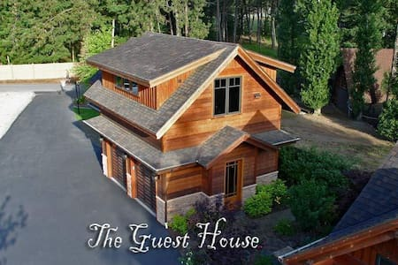Private, Luxury Waterfront Guest House - Post Falls