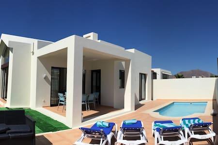 """""""Villa Pequeñaj@s"""" - Playa Blanca LANZAROTE - 別荘"""