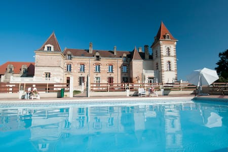 Chateau de Lastours - Espalais - Bed & Breakfast