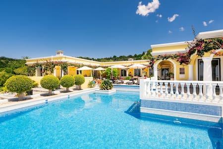 Beautiful Romantic Oceanview Algarve Villa