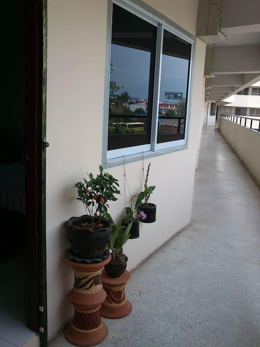 Balcon, accès appartement