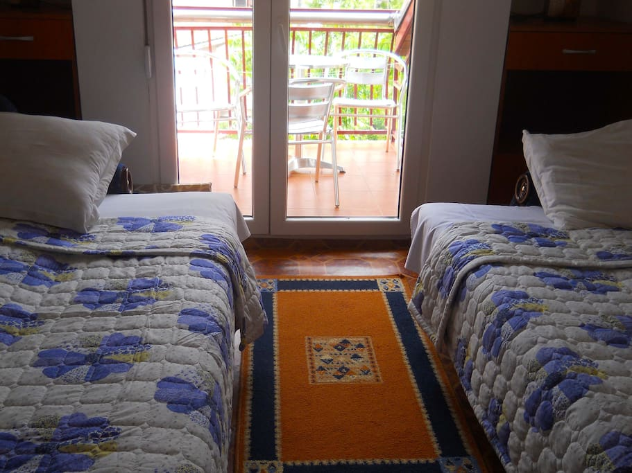 Druga spavaća soba sa izlaskom na privatnu terasu