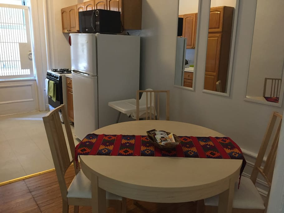 Dining table expands to fit 6 people