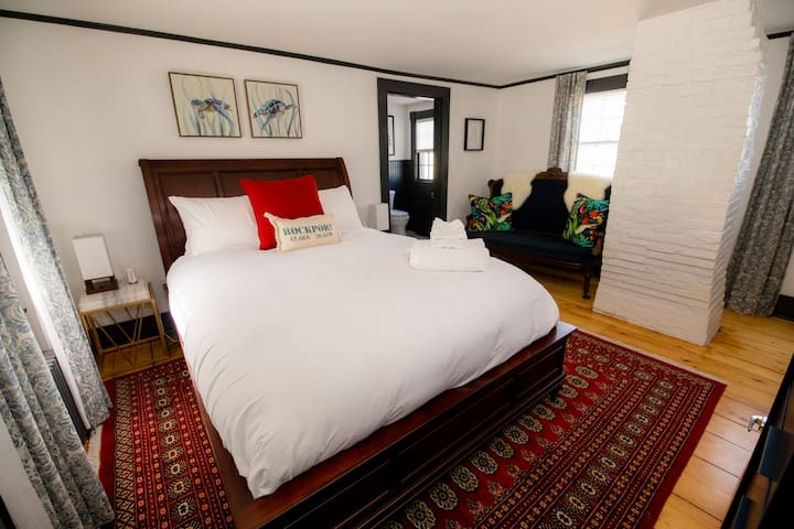Queen Bed in Stylish Rockport Boutique Hotel