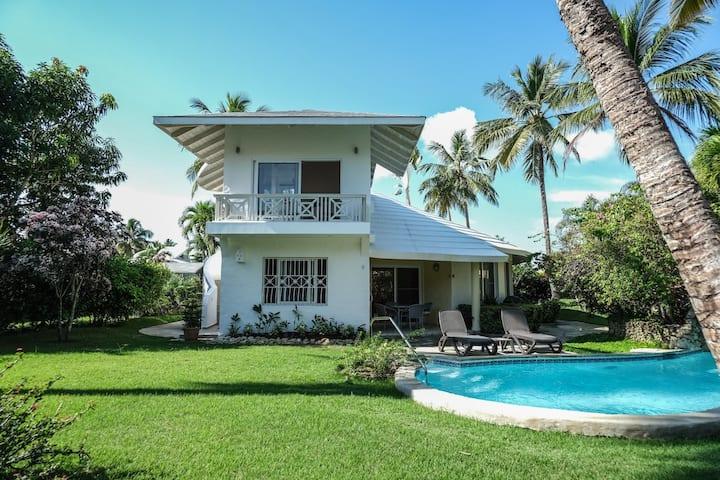 Charming ocean front 3 bd villa