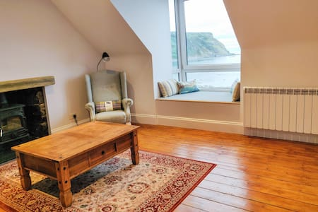 Entire 2 bed retreat with exceptional sea views.