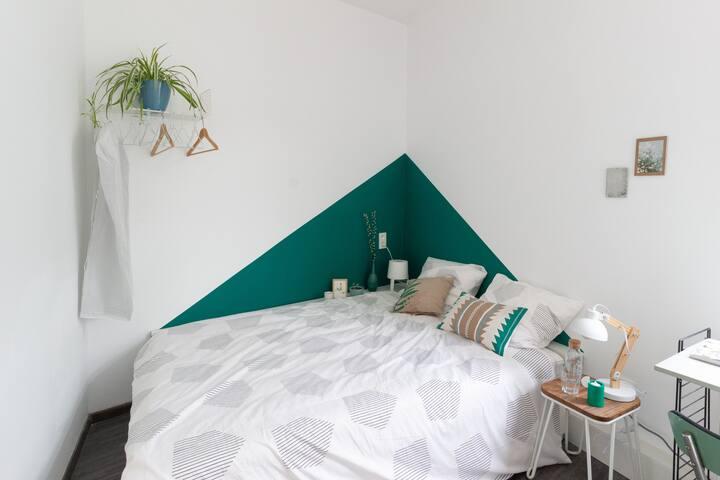 COSY DOUBLE ROOM @ LOVELY HOMELIKE RumpusRoom B&B