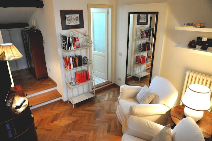 Living room - armchairs, mirror, shelves