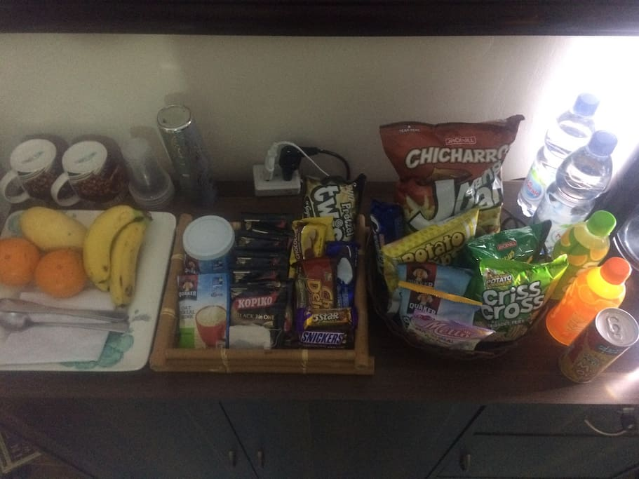 Amazing complimentary range for 2 guests. Fruit, tea, coffee, bagged chips, biscuits, water, juices. Your basic toiletries also included.
