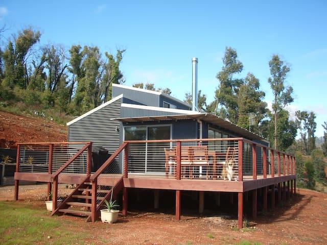 Stompin' Wombats - Marysville - Haus