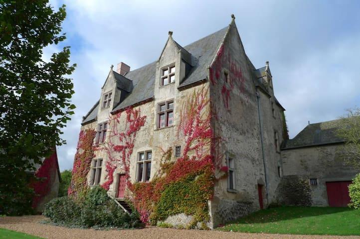 Manoir du XVIe siécle, cadre de charme en Mayenne - Saint-Germain-de-Coulamer - Kasteel