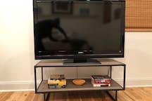 Big Screen TV w/ Netflix/Hulu/Prime.