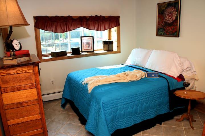 Morkaut's Black Angus Lodge Room #1 - Gilboa - Bed & Breakfast