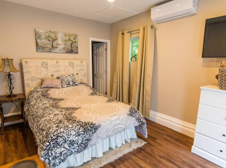 Serene Garden Suite w/  Private Sun Room