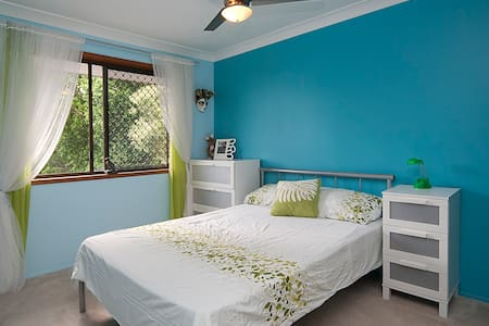 2 x double rooms in qld home - Cornubia
