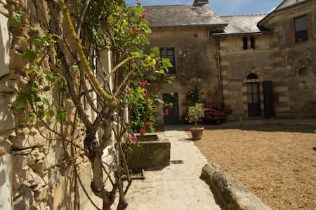 Atelier d'artiste en Anjou - Seiches-sur-le-Loir - Hus