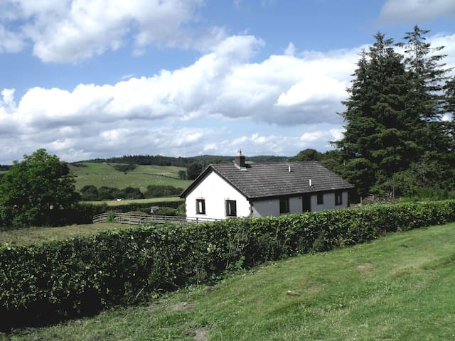 Dimpleknowe Holiday Cottage  own located& enclosed - Scottish Borders