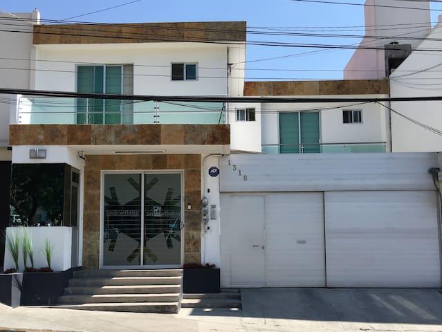 Moderna Suite Ejecutiva en Puebla - Puebla - Apartamento