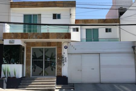 Moderna Suite Ejecutiva en Puebla - Puebla