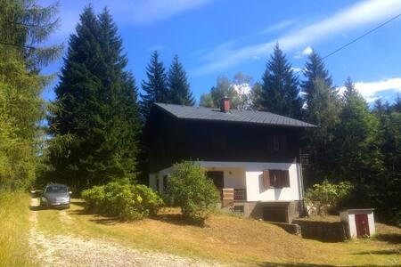 Ihr Ferienhaus mit Bach, HotPot & 5 Schlafzimmern