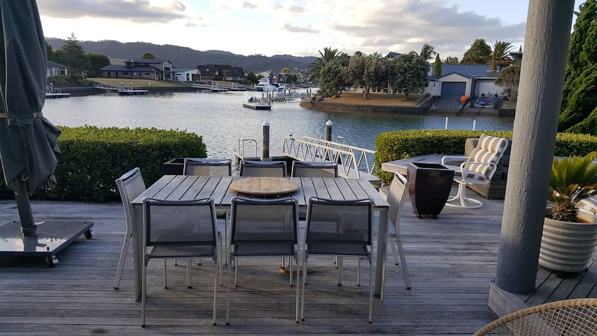 Paradise on the Canals. - Pauanui - House