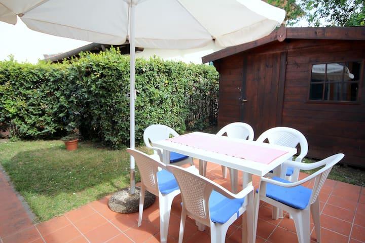Bel villino con giardino - Pietrasanta - Huis