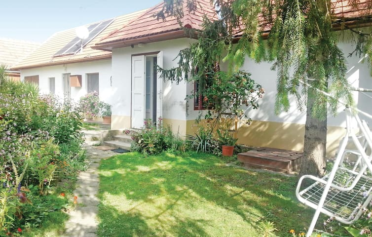 Holiday cottage with 2 bedrooms on 72m² in Szólád