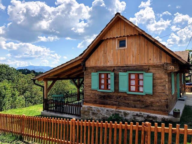 Kućica sa pričom, dušom i predivnim pogledom!