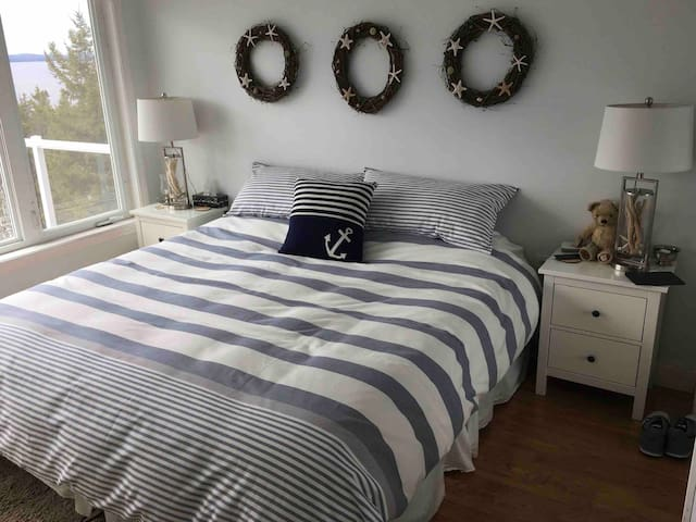 Master bedroom with Kingsize bed