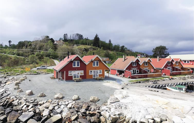 Holiday cottage with 4 bedrooms on 80m² in Sjernarøy