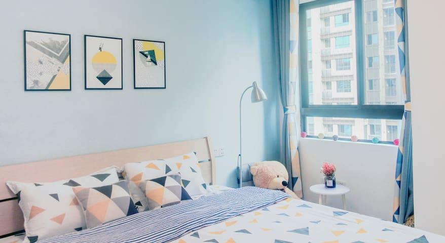 主卧大床房,床垫是喜临门的