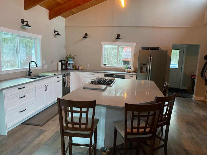 Perfect farmhouse for small to large gatherings!!