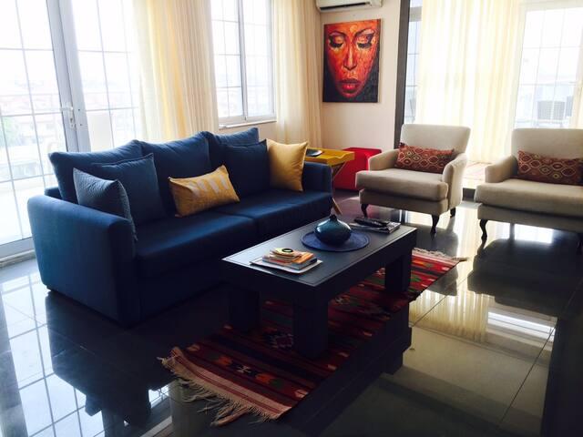 Secure 2-bdrm w wrap-around balcony and oceanview - Лагос - Квартира
