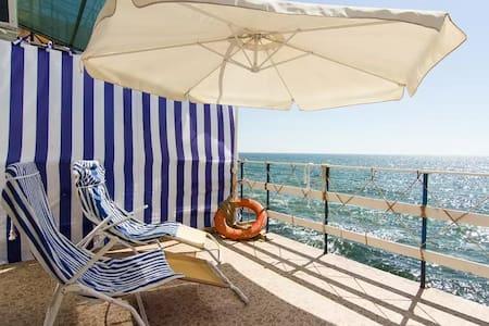 Lodge in Sauvignon on the beach! - Odessa - Blockhütte