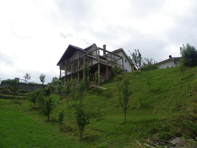 Berane - Luge, Chaleureuse maison - Berane - Pension