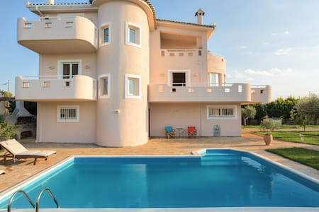 VILLA with POOL 20m from the beach
