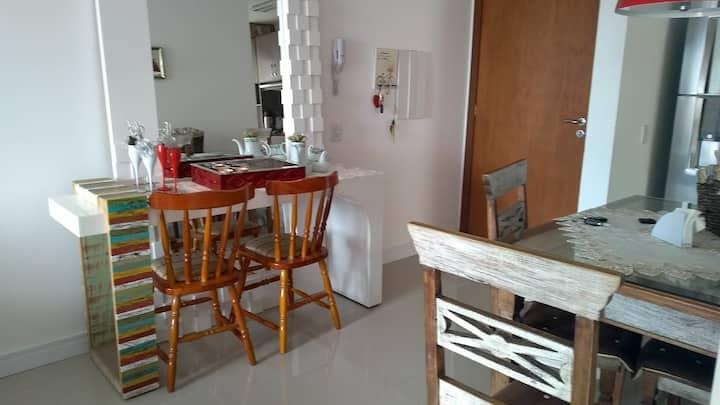 Apartamento 2 dormitórios perto do mar em Torres !