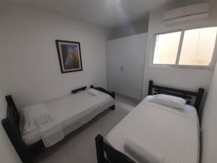 comoda habitacion compartida en getsemani