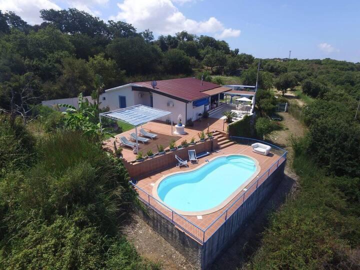 Villa con piscina e vista Stromboli
