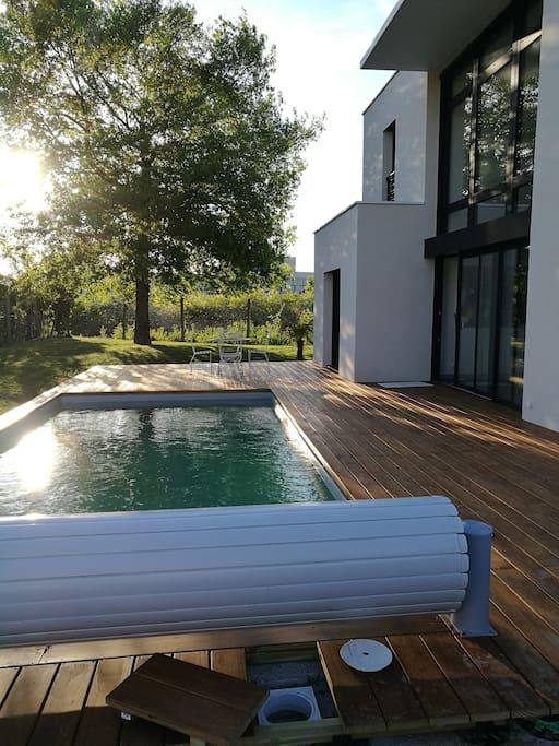 Chambre priv e dans maison moderne avec piscine maisons for Location garage joue les tours