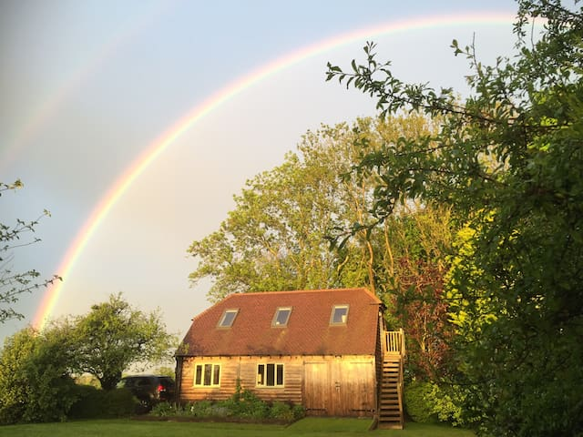 Peaceful self-contained B&B barn in the Sth Downs - West Harting - Penzion (B&B)