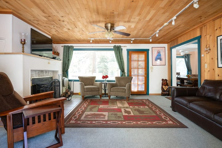Tranquil Tahoe Retreat with WiFi, easy walk to beach and casinos
