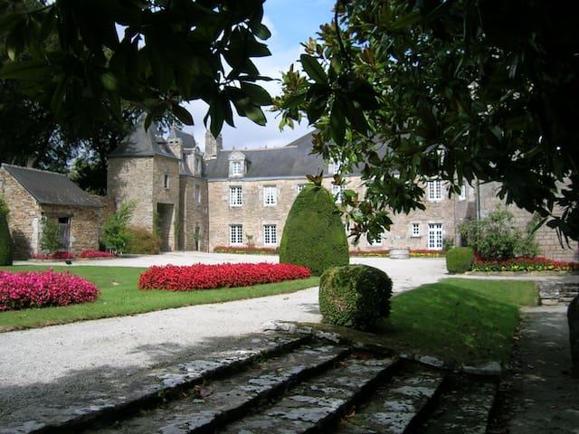 Chambre dans manoir à 1 km de la mer - La Forêt-Fouesnant - Kastély