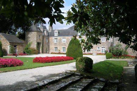 Chambre dans manoir à 1 km de la mer - La Forêt-Fouesnant - Schloss