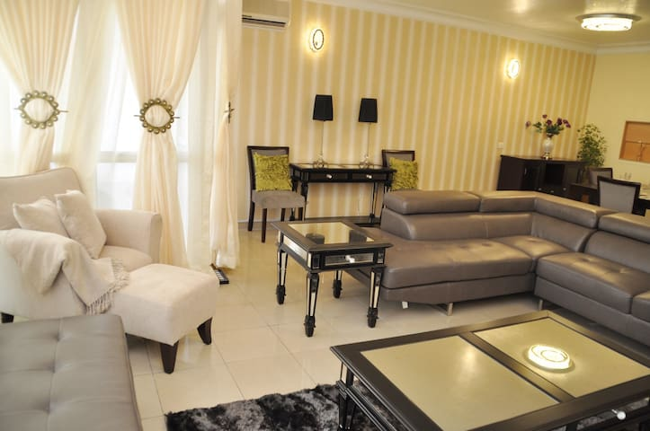 LUXURIOUS NEW CONDO IN V.I. - Eti-Osa - Kondominium