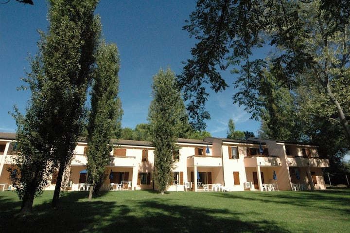 Apt for 2+2 pers with pool in Albarella R31229