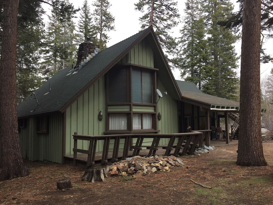 Huge cabin in the giant sequoia 39 s cabins for rent in for Ponderosa cabins california