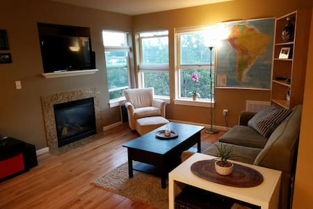 Be our Guest at Perfect Townhome - Seattle